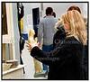 Pige beundrer madonnastatue på Danmarks største loppemarked i Bellacenteret 22.03.2005. Foto: Torben Christensen  København ©  Ayoe Bryndis