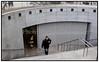 Metroen stoppede for anden gang torsdag 27. april 2006 over middag, netop som driften var vendt tilbage efter et større strømsvigt. Denne gang skyldes det problemer med signalsystemet, fortæller assisterende driftschef Thomas Eiersted, som torsdag eftermiddag ikke havde noget bud på, hvornår metroen kørte igen. Foto: Torben Christensen  København ©