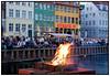 Sankt Hans bål i Nyhavn. Lun og lys sommeraften fredag 23. juni 2006. . Foto: Torben Christensen  København © Ayoe,