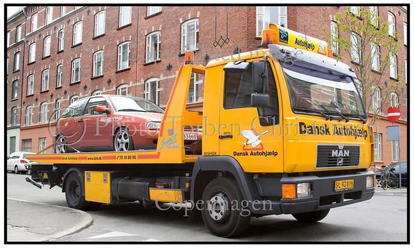 Dansk Autohjælp fejeblad med bil på ladet . Foto: Torben Christensen  København ©