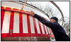 Med tre dage til åbningen af Bakken har håndværkerne travlt med at få de sidste ting på plads og alle de kulørte  pærer efterset og udskiftet, noget der næsten virker uoverkommeligt.  .  Foto: Torben Christensen  København ©