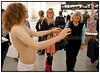 Skulptur af afklædt pige betragter publikum da Forum i København  i weekenden 18-19 september var  fyldt til bristepunktet med nordisk kunst under Skandinaviens største og førende kunstmesse for international samtidskunst. Art Copenhagen præsenterer næsten 75 førende kunst-gallerier fra Danmark, Sverige, Norge, Finland, Island, Færøerne og Grønland.<br /> Mere end 500 kunstnere, fra samtidskunstens store mestre til de nyeste stjerneskud, er repræsenteret. Udstillingerne viser den højeste kvalitet indenfor maleri, skulpturer, grafik, installationer, fotografi og video.