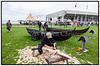 Kvindelig skibsbygger, håndværker høvler planker til en båd på Vikingeskibsmuseet. juli 2012 Photo: Torben Christensen © Copenhagen