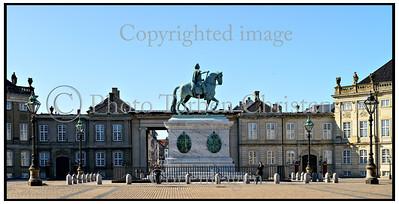 Saly statue og Amalienborg 2013