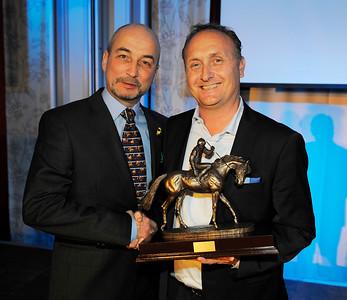 Niels Petersen representerade Nils Petter Gill som Årets Hästägare och fick pris av Luis De Geer | Årets Hästfest i Malmö 160130 | Foto: Stefan Olsson / Svensk Galopp