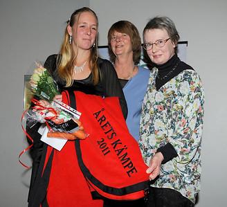 Årets kämpe: Aisa Carmels tränare Sandra Brolin fick pris av Kerstin Helander och Ann Bresle | SGS Championfest Täby Park Hotell 120114 | Foto: Stefan Olsson / Svensk Galopp