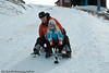 På kjelke ned fra øvre fjellheisstasjon ved slalomanlegget i Narvik. Fra 650 moh ned til nedre fjellheis-stasjon er det fint både for store og små. På kjelke Trond og Marlene.