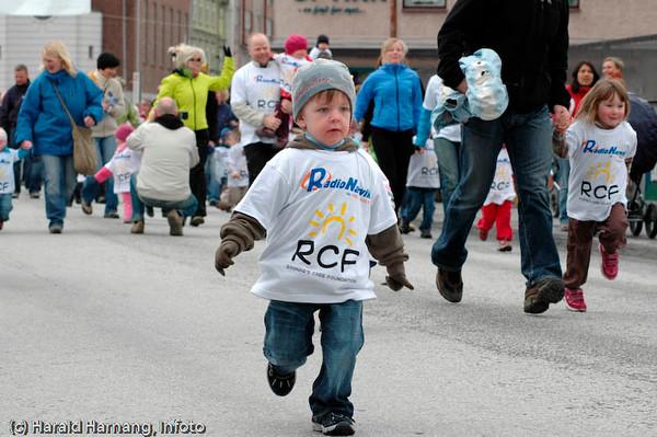 Gateløp for barn arrangert til inntekt for Ragnar Care Foundation.