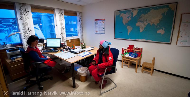 Velkommen og innlogging. Vaksinasjon hos helsesøster Gun Roaldset på vaksinasjonskontor i gml el-verkbygg, Kongensgate. 12. jan 2012.