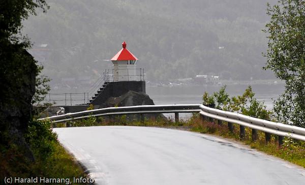 Ei fyrlykt på nordsiden av Skjomen-fjorden. Beregnet for båttrafikk.