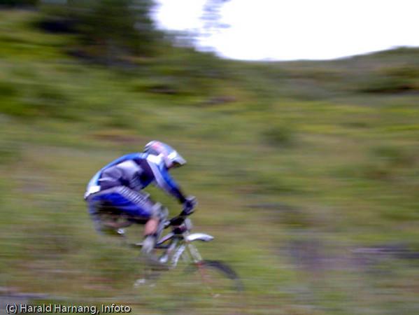 Årlig sykkelkonkurranse fra øvre fjellheisstasjon og ned mot byen.