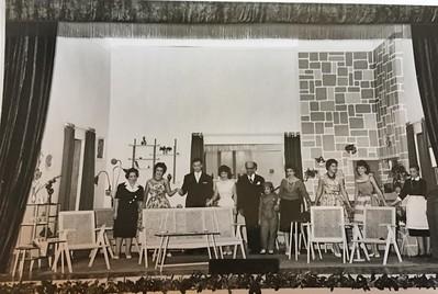 """Teatro """"Entre o Sim e o Não"""" -Dundo 1960"""