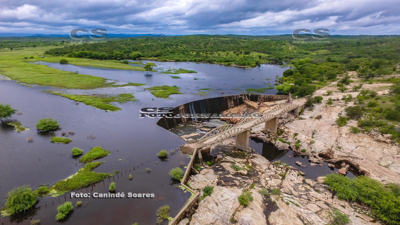 Ponte Zé do Bastos com açude sangrando