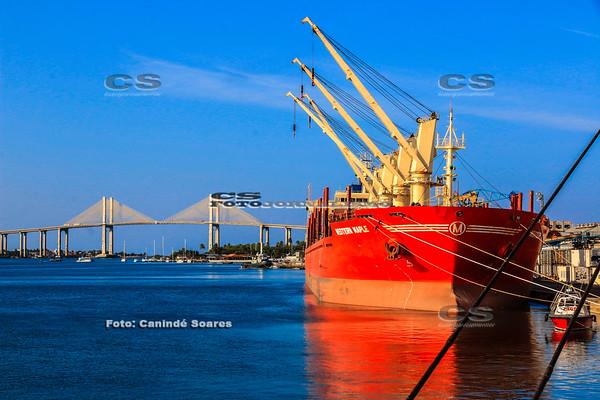 Navio no Cais do Porto