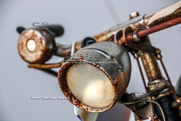 Farol de bicicleta antiga