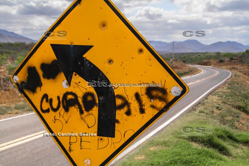 Placa de sinalização de trânsito