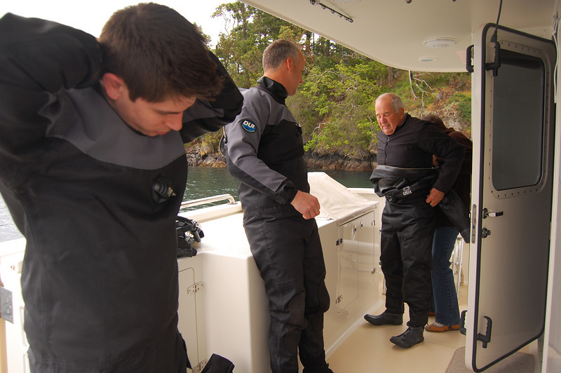Nick, Joe and Bill get ready to dive