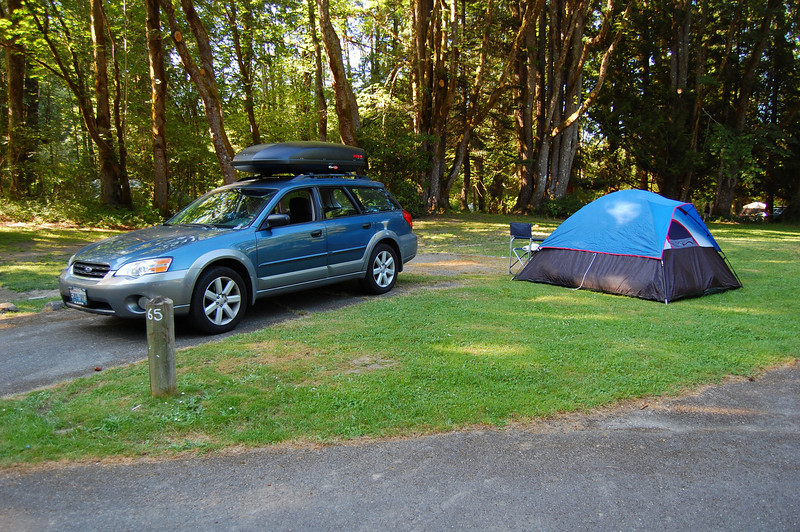 Our multipurpose dive-camp-mobile, the Blubaru and our bluba-tent.