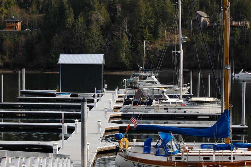 Puerto Pleasant Harbor - nice new docks!! And new ramp - longer, less steep on low tide.