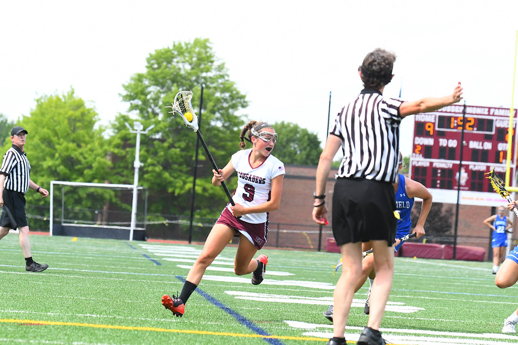 . Groton-Dunstable\'s Sammi Smith runs with the ball during the first half of Saturday\'s Division 2 Central/Western Mass final. Sun/Ed Niser
