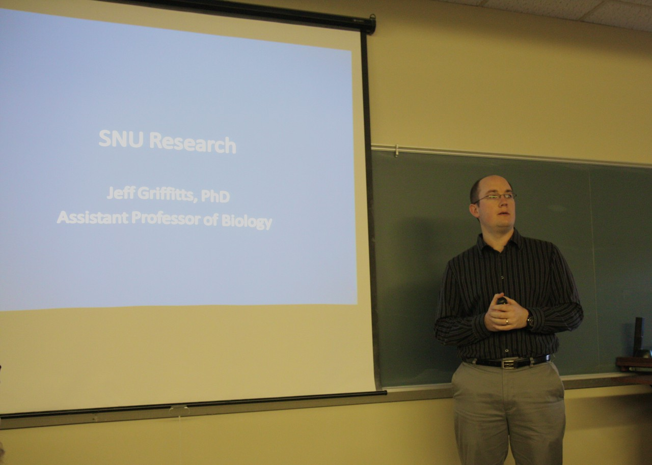 Dr. Jeff Griffitts, new biology faculty member, highlights his research endeavors prior to coming to SNU and discusses his research interests with students at QERC (Quetzal Education Research Center in Costa Rica) and on-campus.