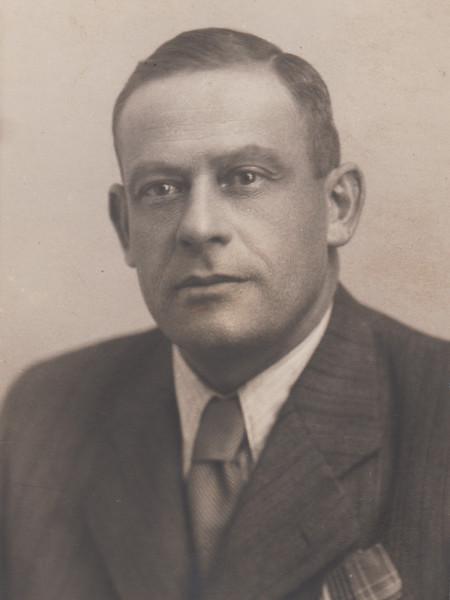 Alfred Glässner (1898 Třebenice - 1943 Riga) <br /> Foto studio Praha Václavské nám. 15 (1939?)