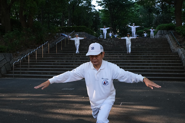 """6:25am #Tokyo🗼 #Japan 🇯🇵 """"Morning Exercises in Tokyo's Central Park"""""""