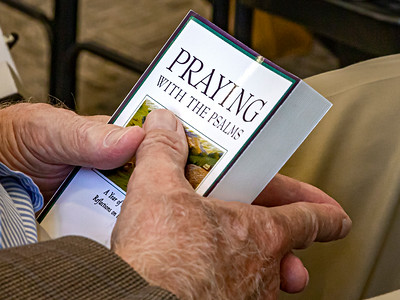 20190908-_MG_5129 Hands Praying Psalms