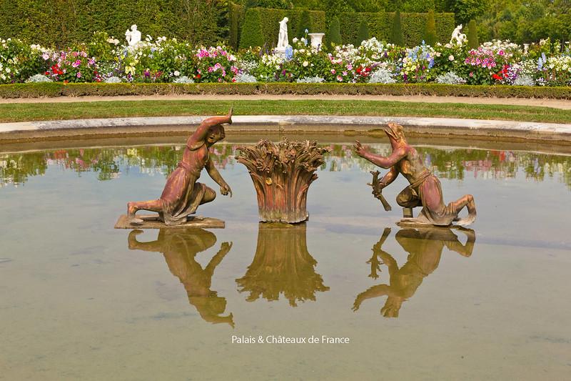 "<a href=""http://www.johnnevitt.com/Travel/France/Historic-France/""><br><h2>Click Here</h2></a>"