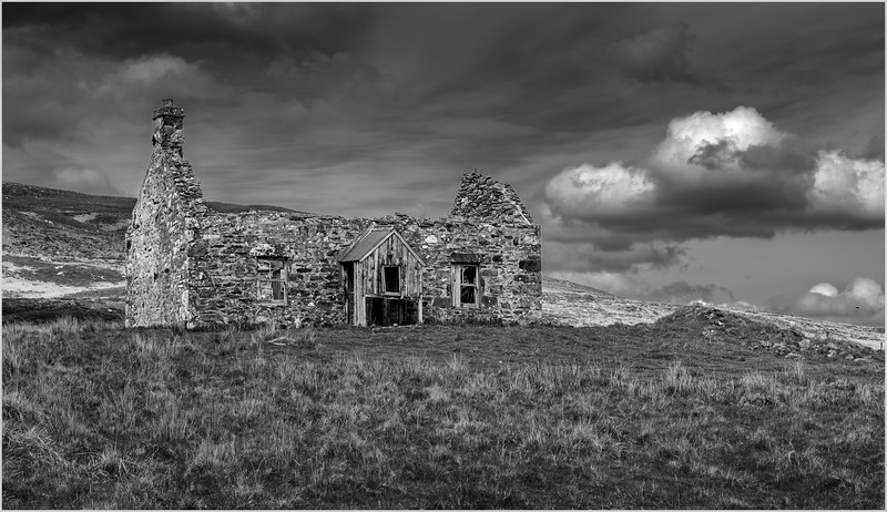 Scotland Cairngorm Cottage Ruins A924 north of Pitlochry BW 26 May 2019