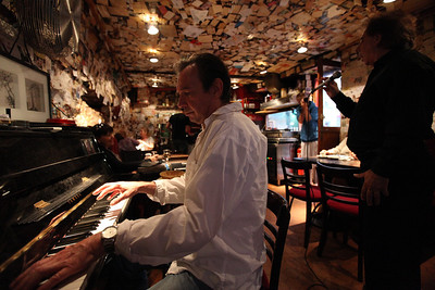 Le Tire Bouchon - Piano Bar on Montmartre
