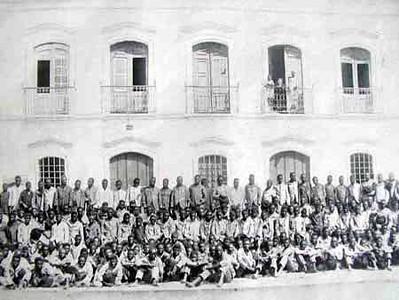 Julho de 1915 S. Tome' e Principe Embarque de contratados para a Lunda, Angola.
