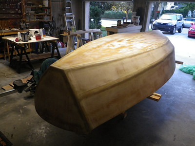 Yet another spread of fillit material was applied and sanded again to finally make the hull smooth.