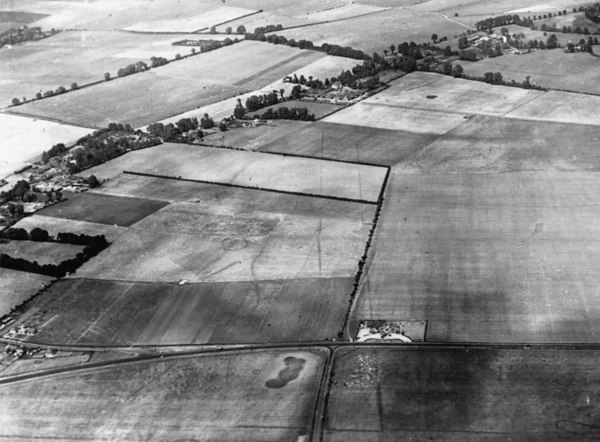 <center><font size=3><u> - Aerial Photo Benson- </u></font> (BS0410) </center> An important mid-30s air photo of the area of the present RAF airfield, before building commenced in 1937.  NB the pre-history crop and cursor markings.  Copyright held by Ashmoleum Museum Oxford.