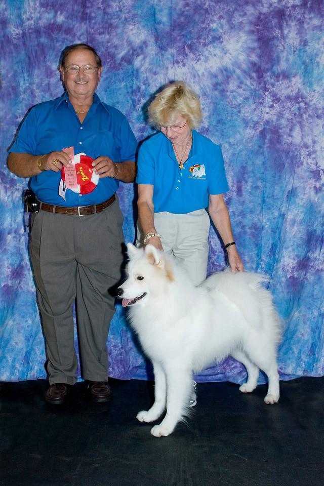 Janice McGlashon and Judge Bill Munsey pose Cold Smoke's Jackson Hole HIC.  Jackson won 1st place Senior Puppy Dog.