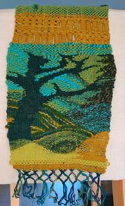 Poging tot weven van een fantasielandschap met boom. Bovenin: spelen met open structuren.