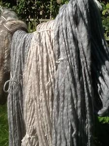 Naturel beige en grijze wol, bestemd voor sierbekleding grote opbergdoos