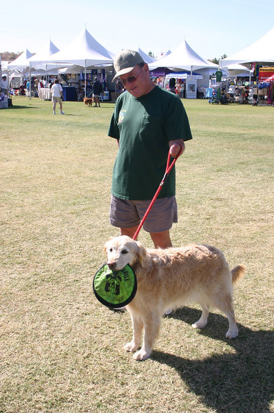 Mike P and Magy with the usual frisbee