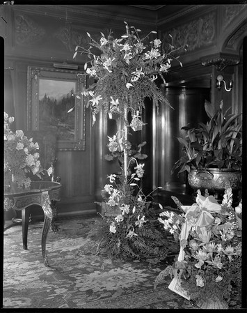 Great hall, Doheny Mansion, Chester Place, Los Angeles, Calif., ca. 1914-1915