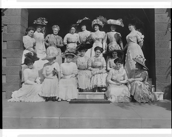 Ladies at Doheny luncheon, Los Angeles, Calif., 1910?
