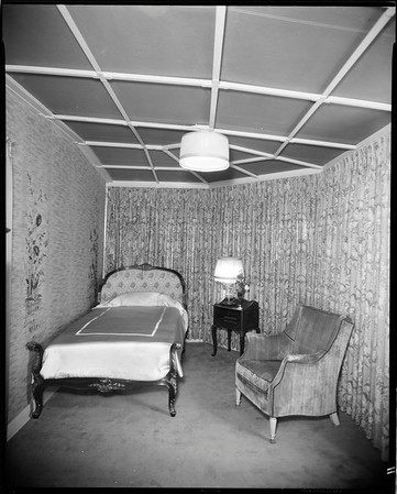 Small guest room, Doheny Mansion, Chester Place, Los Angeles, Calif., 1933