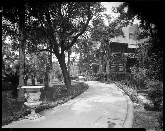 Doheny Mansion, Chester Place, Los Angeles, Calif., 1933