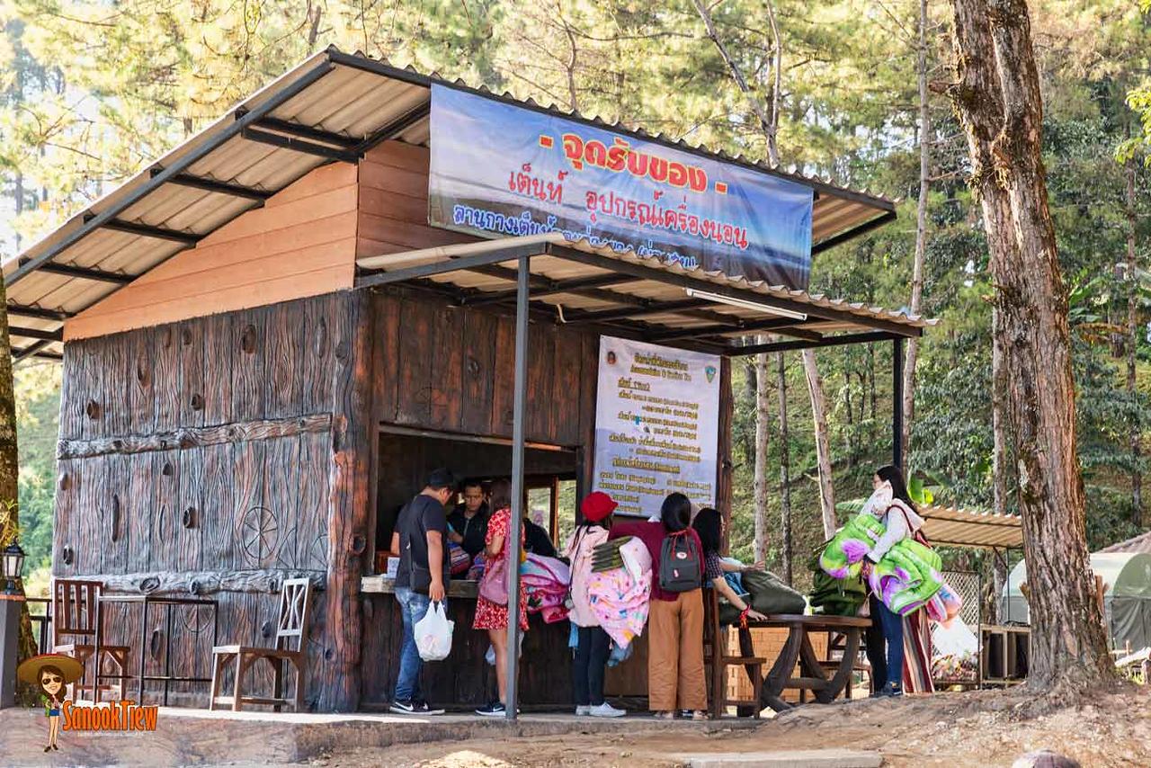 จุดชมวิวม่อนสน ที่ ลานกางเต็นท์ดอยอ่างขาง ณ อุทยานแห่งชาติดอยผ้าห่มปก เชียงใหม่