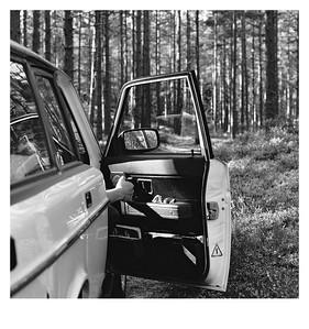 Geöffnete Autotür im Wald bei Munkfors (Schweden), 14. August 2015