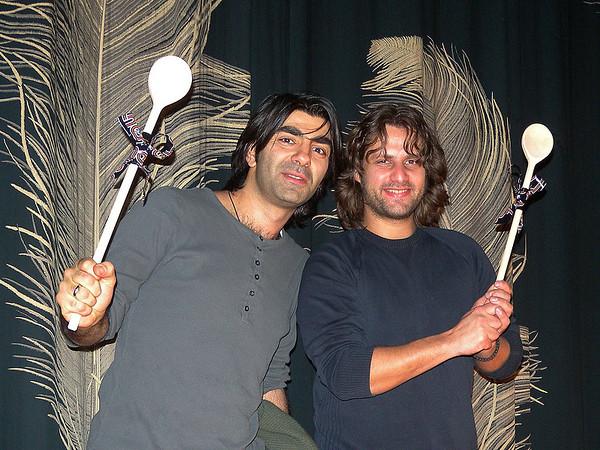 Zur Vorpremiere seines neuen Films SOUL KITCHEN kam Regisseur und Produzent Fatih Akin (links) mit seinem Hauptdarsteller und Ko-Autoren Adam Bousdoukos am 18. Dezember ins Programmkino Rex nach Darmstadt.