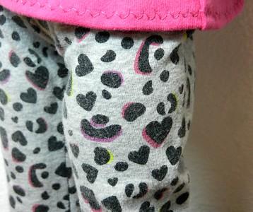 AG BK Pink 3 qtr Sleeve Tee  w Ruffle & TC Gray Balck & Pink Leopard Heart Pants detail