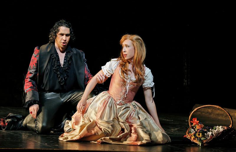 Bass-baritone Ildebrando D'Arcangelo is Don Giovanni and mezzo-soprano Emily Fons is Zerlina in San Diego Opera's DON GIOVANNI, February 2015. Photo by Cory Weaver