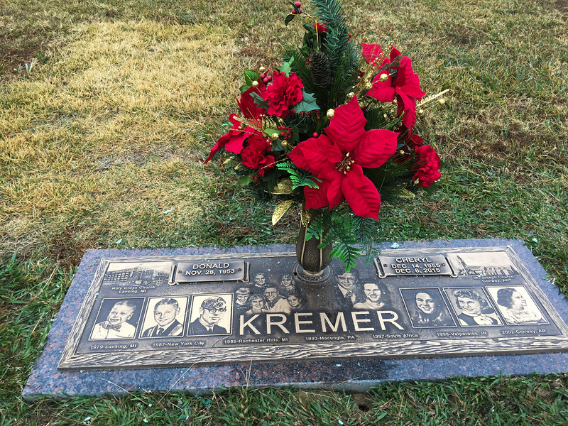 Cherie Kremer gravesite with Poinsetta - Nov 27, 2016