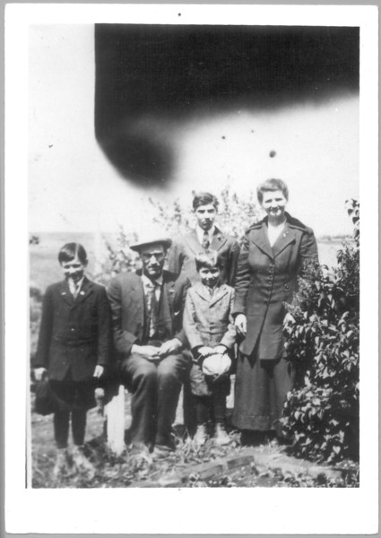 Minnie & Mordecai Long with children