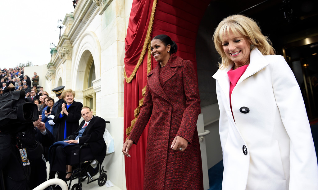 . US First Lady Michelle Obama (L) and Dr. Jill Biden arrive for the Presidential Inauguration of Donald Trump at the US Capitol in Washington, DC, January 20, 2017. / AFP PHOTO / POOL / SAUL LOEB